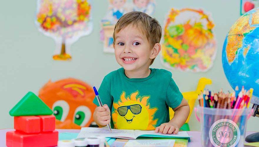 С какого возраста лучше начинать учить английский ребёнку